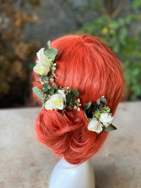 Green and ivory flower comb Mini hair comb for bride Bridal accessories Magaela Greenery flower comb Cream flower comb Beige Blumen haarkamm