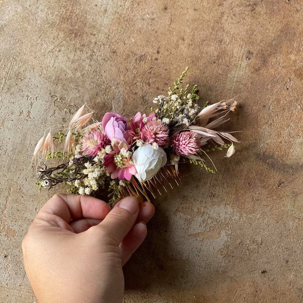 Pink flower hair comb Bridal floral blush hair comb Flower piece Dusty pink Pale pink Magaela Wedding accessories Handmade Romantic Haarkaam