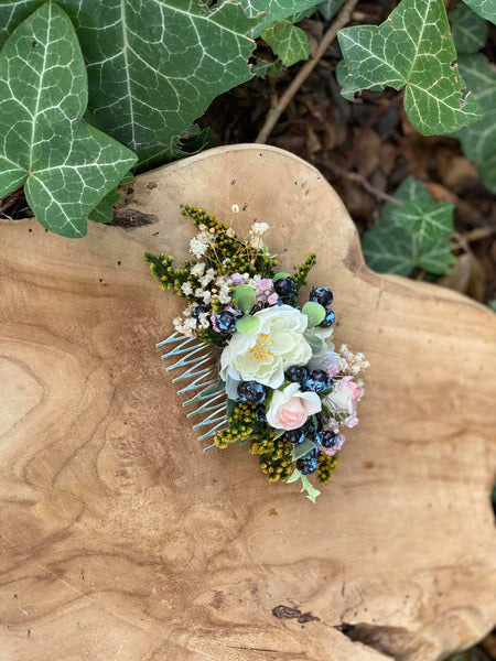 Romantic hair comb Roses and blueberries Flower hair comb Hair comb Romantic Wedding comb Blumen haarkaam Bridal hair fashion accessories