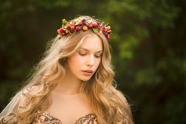 Autumn wedding hair wreath with rose hips Bridal flower crown Hair jewellery Fall wedding Magaela accessories Handmade Red flower wreath