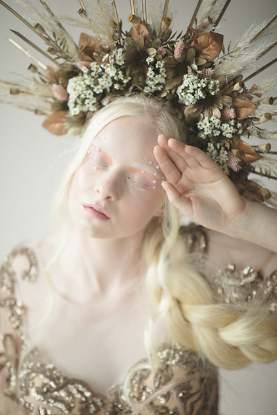 Flower halo crown with pampas grass Sun crown Two sided Headband Goddess Wedding Bridal Photoshoot hair wreath Spike crown Beyonce Magaela