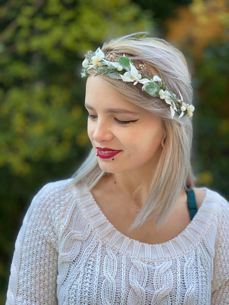 Winter half wreath Mistletoe half wreath Flower crown with Christmas mistletoe Wreath for bride Christmas wreath Magaela Green and white