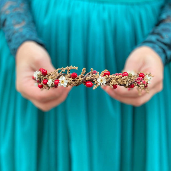 SALE Natural brown and red xmas flower headband White red hair hairband Simple wedding headband Magaela blumen haarkranz Haarband Winter