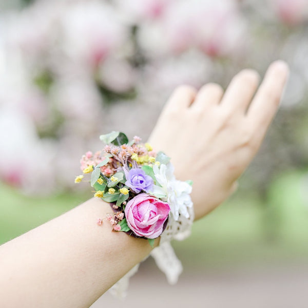 Flower bracelet Bridesmaid gift Matching bracelets Romantic wrist corsage Magaela Wedding accessories Customisable bridal wrist flowers