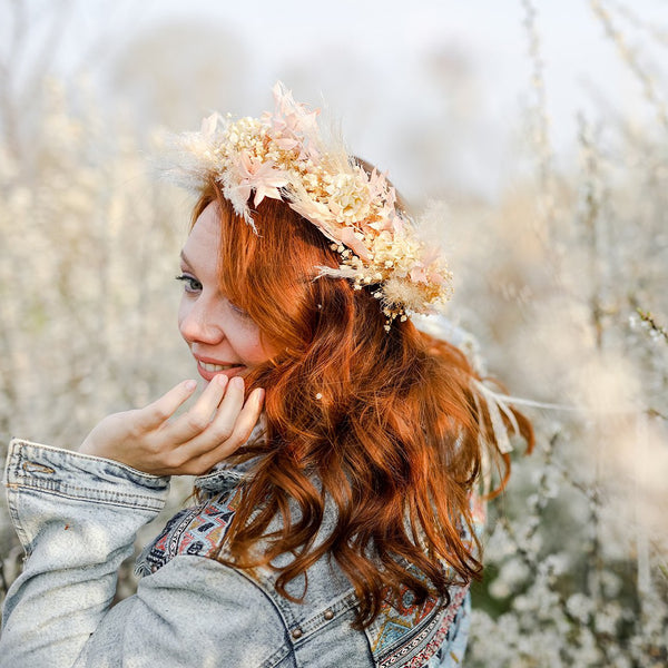 Preserved pampas bridal wreath Rustic wedding crown Beige flower wreath Gypsophila Barn wedding Magaela Big flower headpiece Cream natural