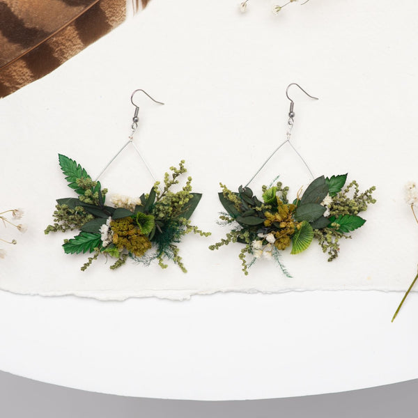 Greenery triangle dangle earrings Flower earrings Surgical steel flower earrings for bride Dried flowers Magaela handmade Baby's breath