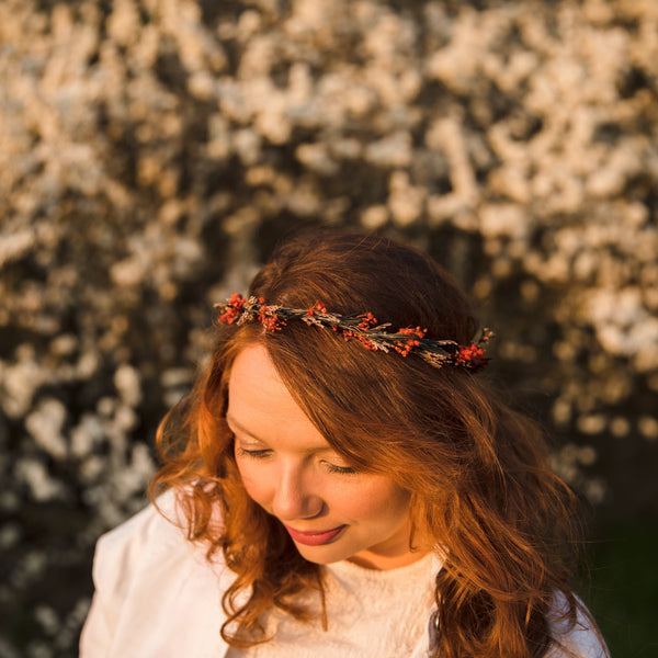 Natural baby's breath and rosemary hair wreath Bridal headpiece Delicate flower crown Dried flowers Magaela Red and green flower headpiece