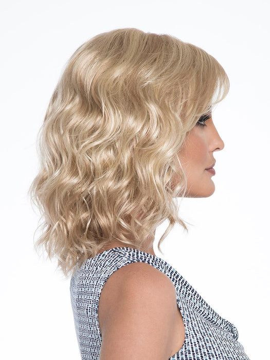 Has easy-going waves and long, feathered fringe, this shoulder-length bombshell is sure to turn heads
