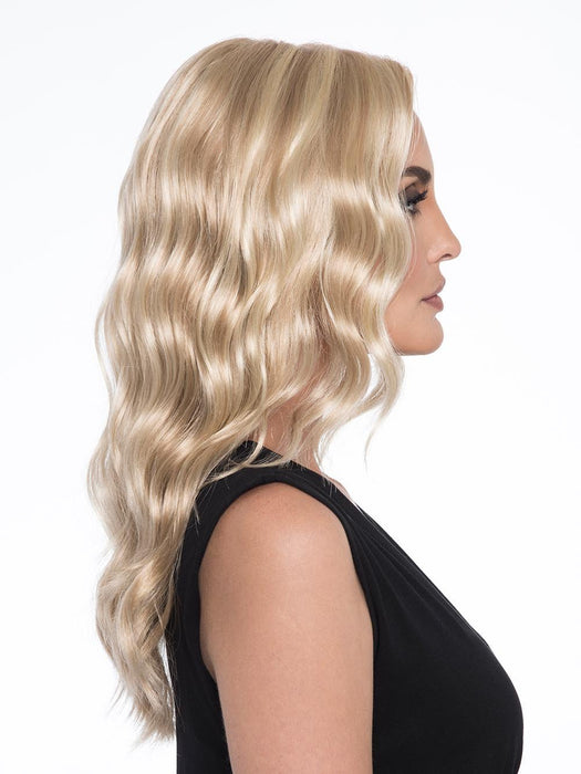 This lengthy stunner will have jaws dropping with envy. Glossy, cascading waves perfectly frame the face
