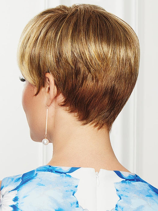 While the shorter sides and nape area present a polished, refined edge