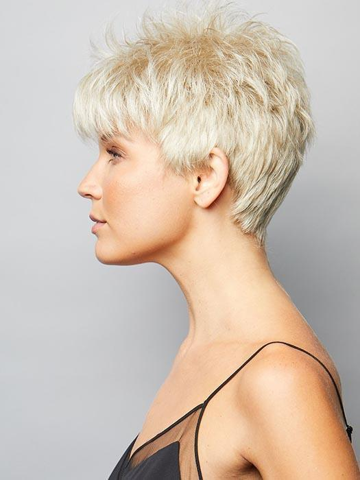 Short synthetic stacked bob in PLATINUM PEARL