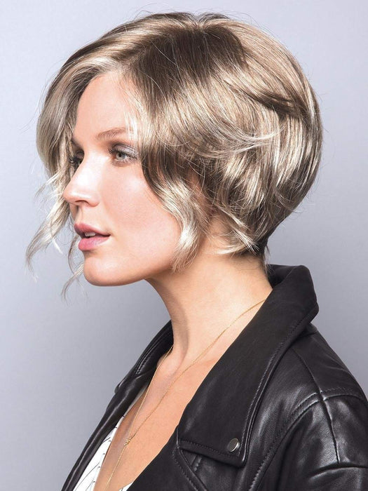 Wear these gorgeous waves every day with this piece. With a tapered nape and loose wavy layers that frame the face to the chin, perfect for a night out or any occasion