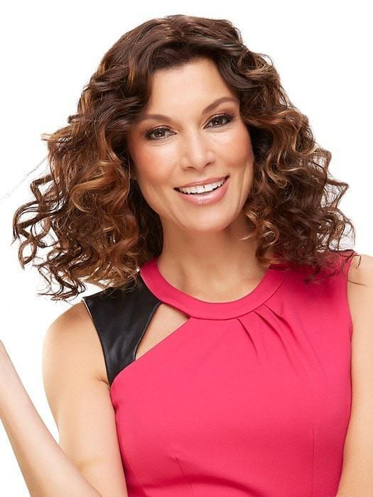 Styled with tight curls and shown with easiXtend 16 inch | Color: 6RN