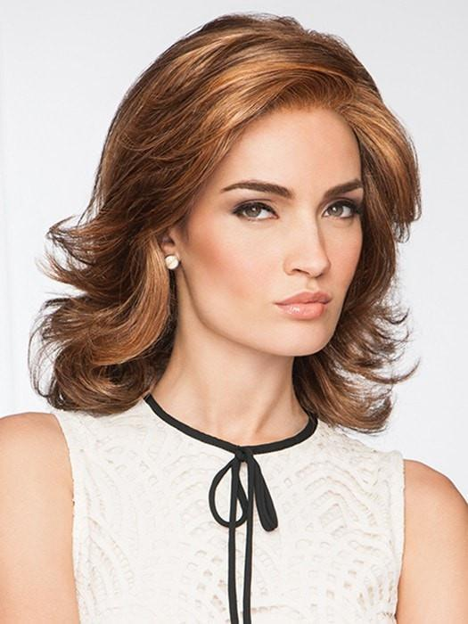 Softly curled and layered style | Color: GL8/29