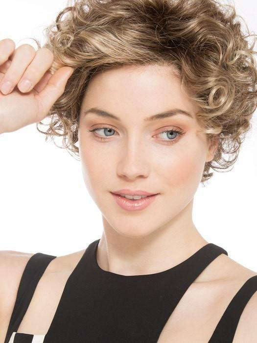 Features a Ready-to-wear and virtually invisible, lace front