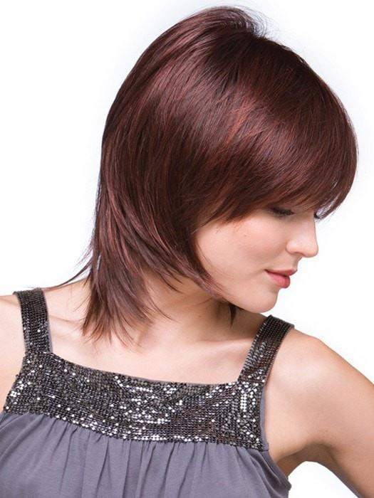 Add styling products to enhance the wispy ends | Color: Chestnut
