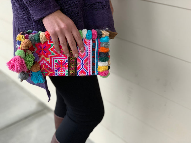 Clutch - hill tribe pom pom extra