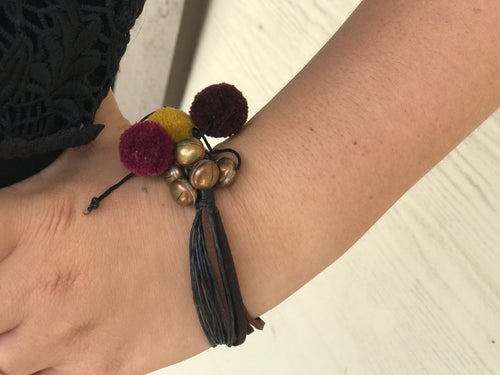 Bracelet - wax leather & pom pom