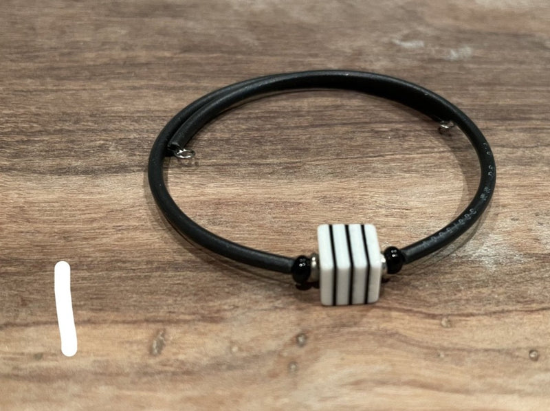 Bracelet - rubber w/striped square