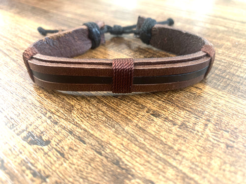 Leather bracelet adjustable - Brown w/black stripe