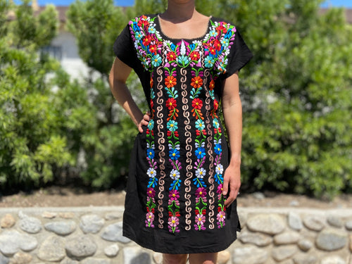 Guatemalan dress - vertical
