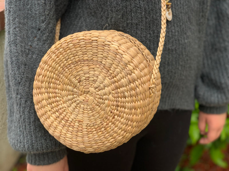 Double circle woven purse