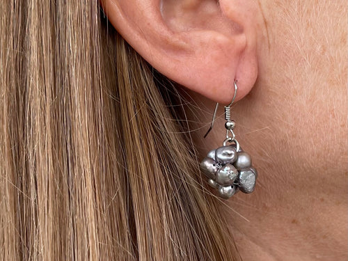 Gray cluster FW pearl earrings