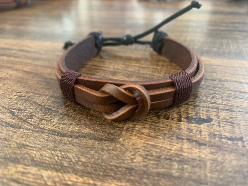 Leather bracelet adjustable - Knot