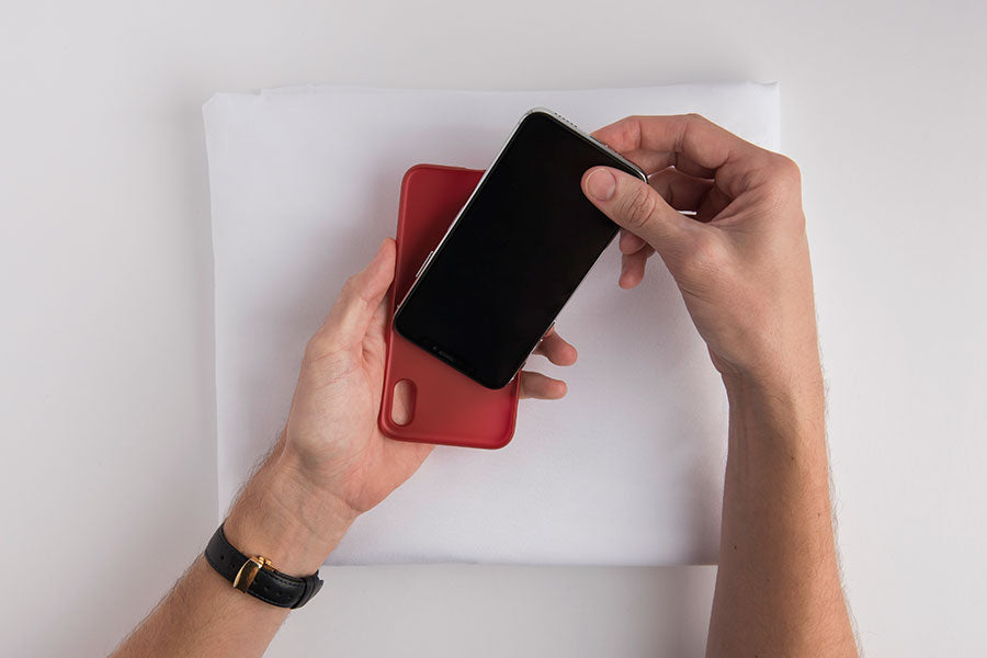 How to Put On and Take Off an iPhone Case – totallee