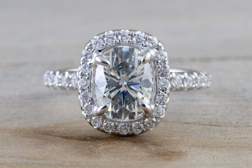 18k White Gold Oval Moissanite Diamond Halo Engagement Promise Ring