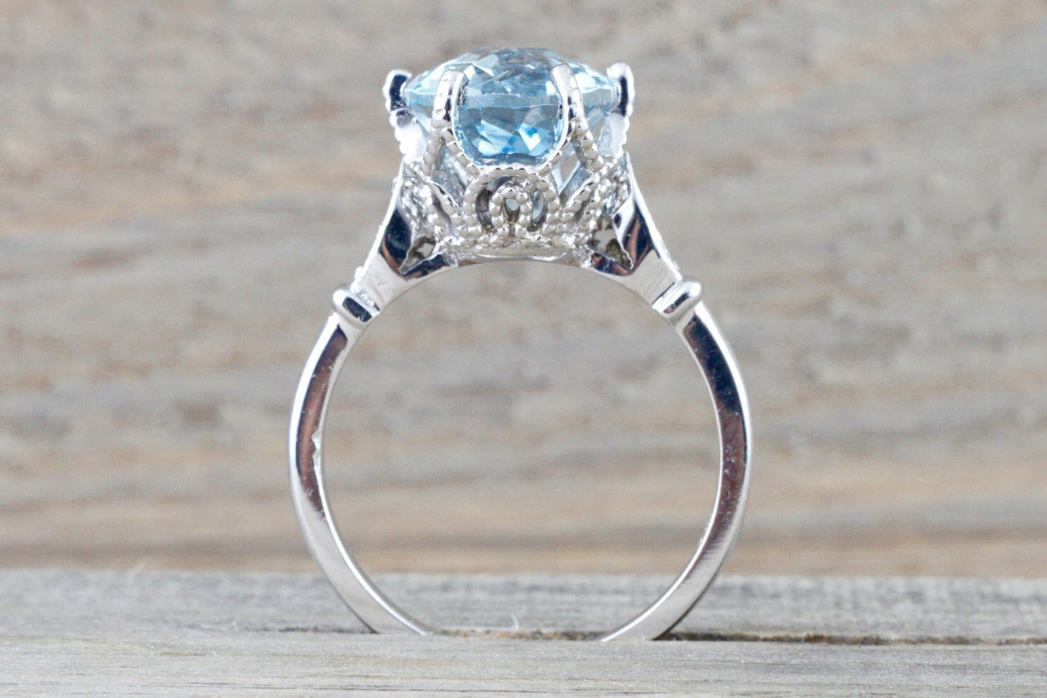 14k White Gold 11x9mm Oval Aquamarine And Diamonds - Brilliant Facets