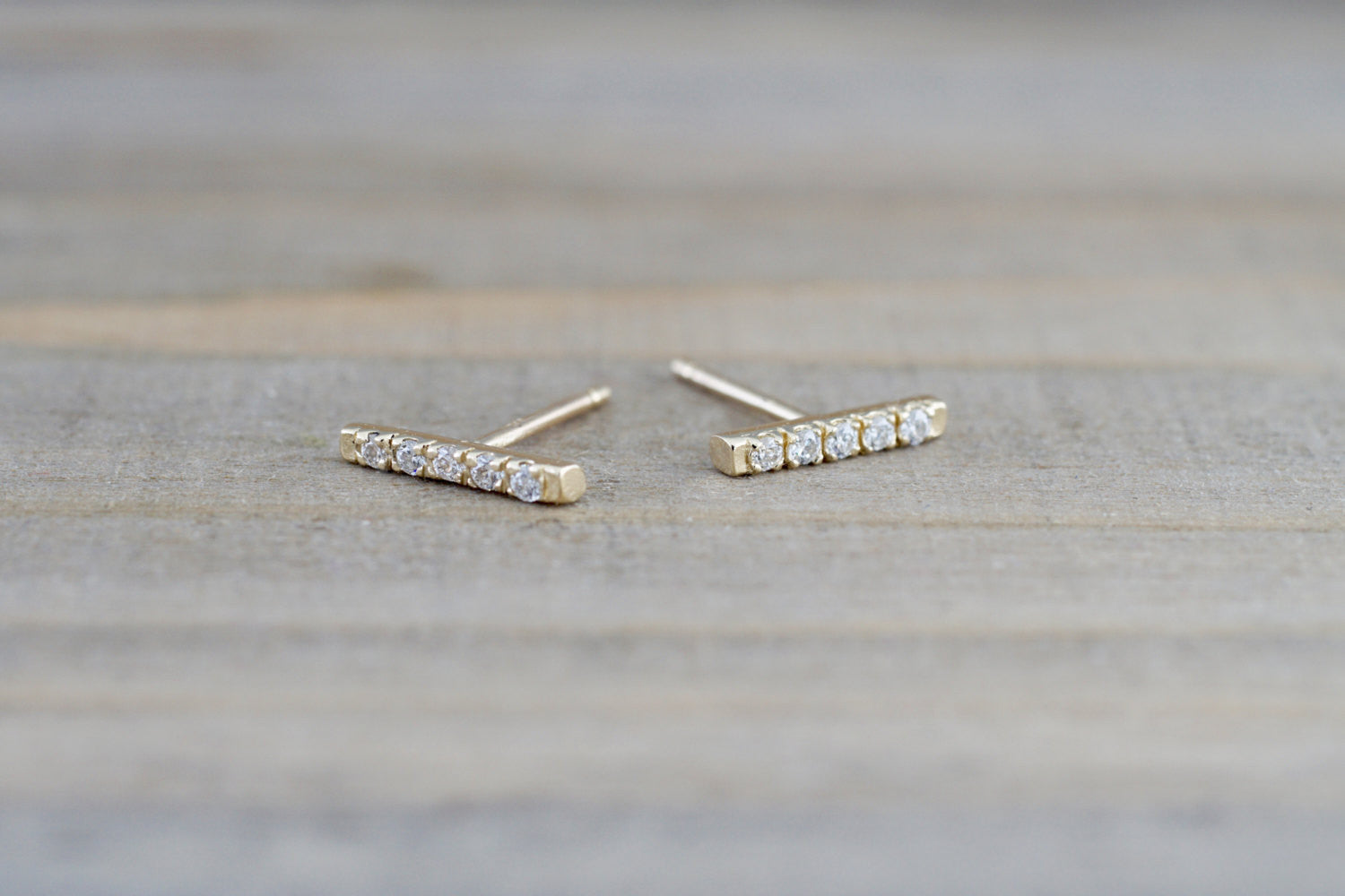 14k Yellow Gold Diamond Bar Earring Studs Stud