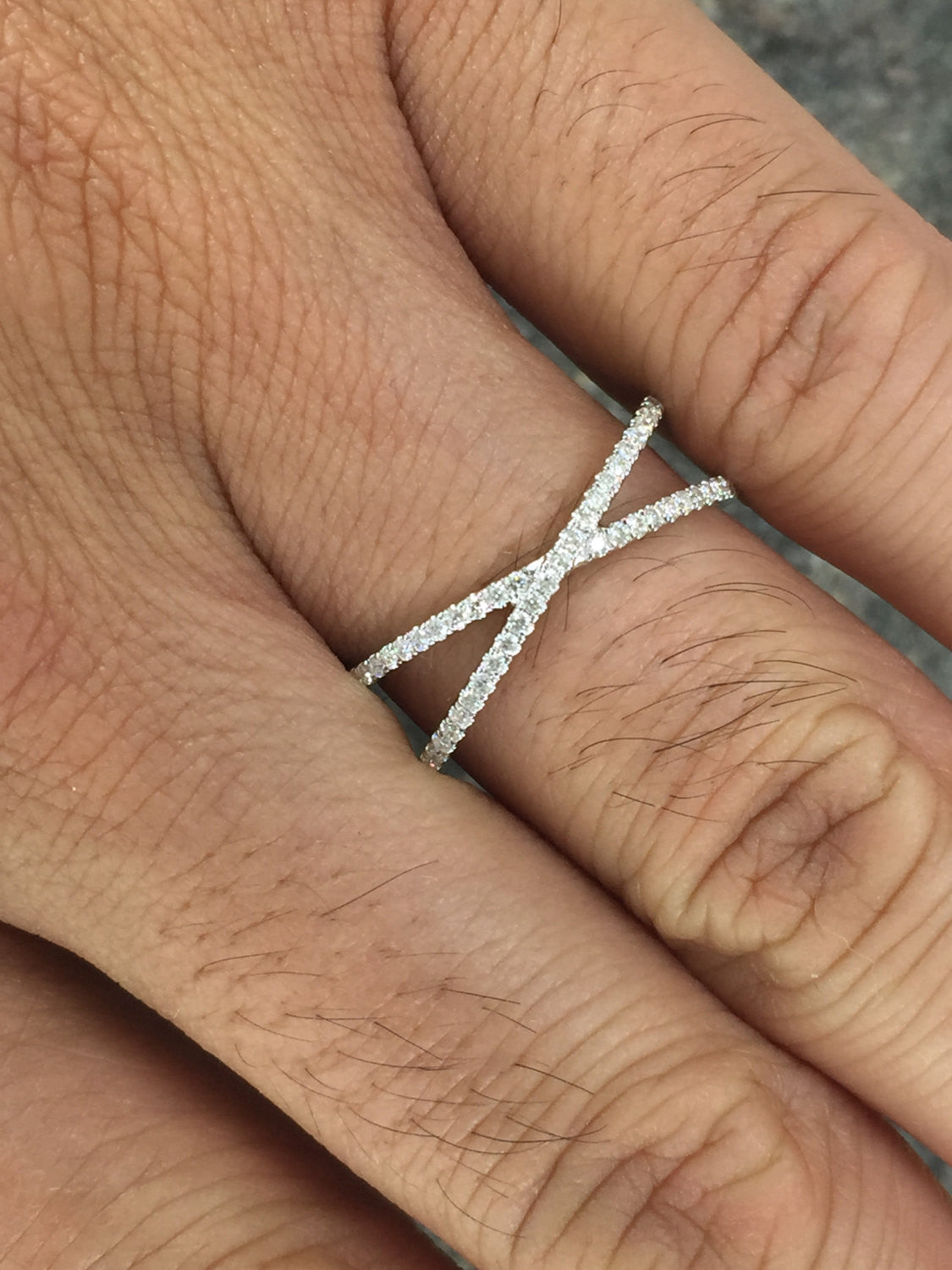 14kt White Gold Diamond Twist Intertwined Band Promise Ring Cross X