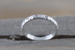 14k Solid White Gold Diamond Hammered Ring Band Matte Brushed - Brilliant Facets