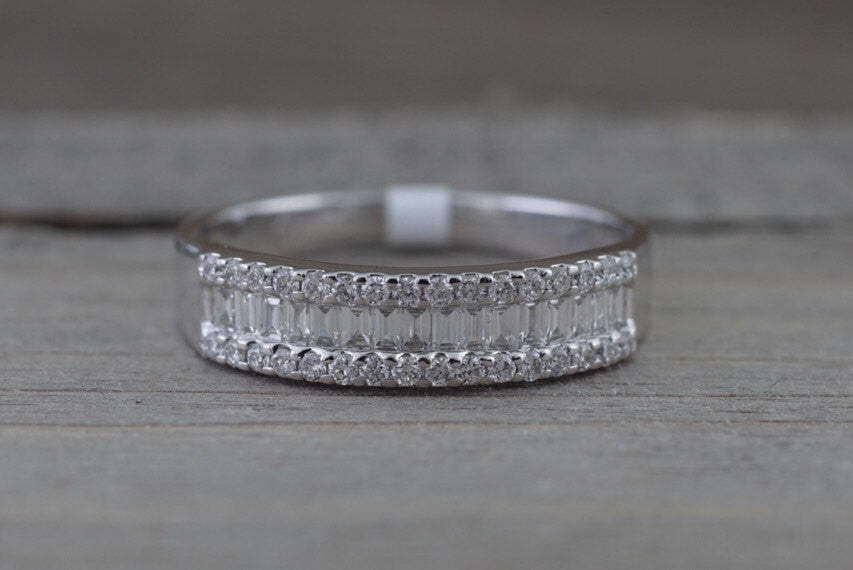14K White Gold Art Deco Brilliant and Baguette Diamond Vintage Classic  Ring - Brilliant Facets