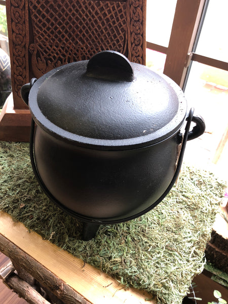 "8"" Cast Iron Cauldron with Lid"