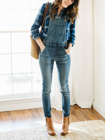 Caroline Joy from un-fancy.com shows us how to style overalls for fall.