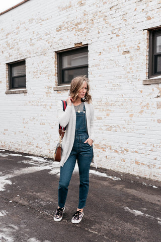 Suzanne from mykindofsweet.com styles her Madewell overalls with sneakers