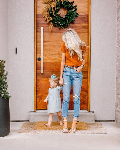 Kailee blogs about motherhood, beauty and style.