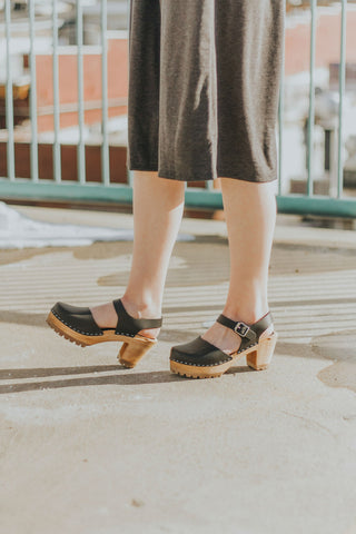 Black Mia clogs
