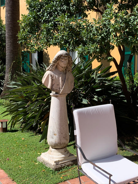 Use sculpture in the garden French garden design