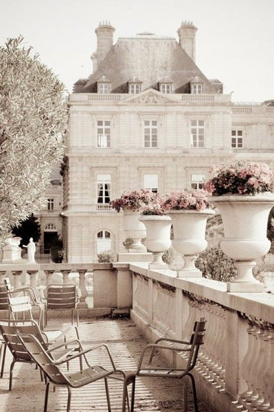 Paris balcony with Medici urns