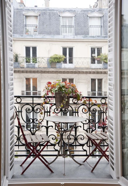 4 ways to create the luxurious parisian aesthetic chez pluie for Balcony aesthetic