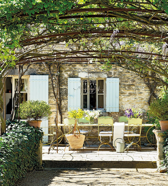 French farmhouse garden outdoor table setting