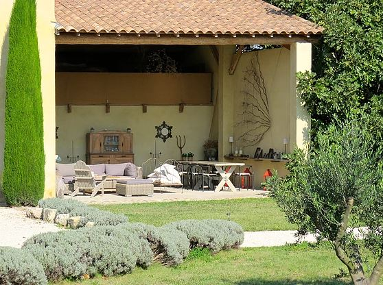 Luxury property for rent in Provence summer vacation rental near Avignon and Luberon