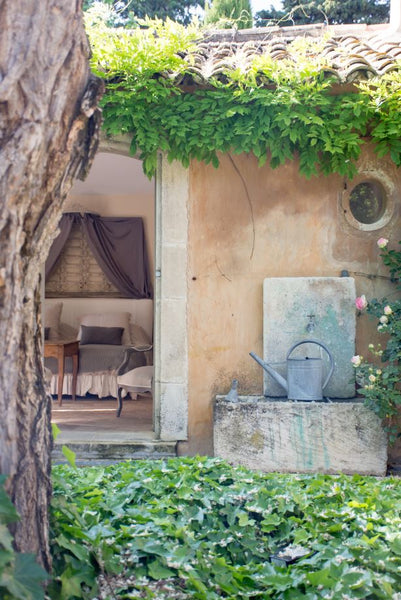 Simple garden wall fountain French garden design
