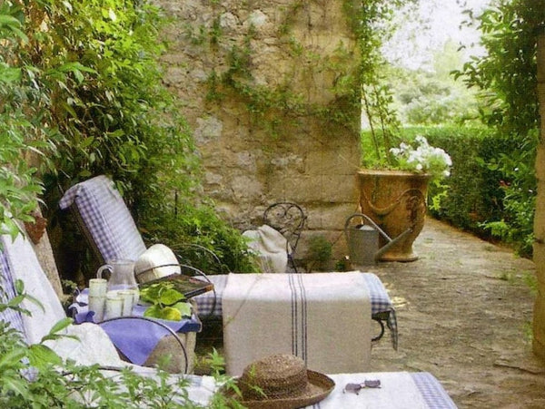 French garden design ideas anduze urn biot jar courtyard