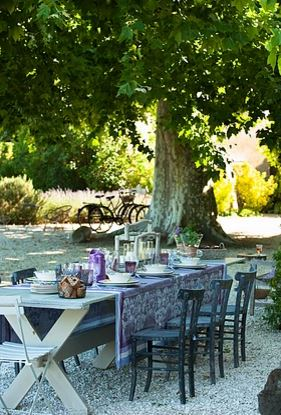Luxury vacation home for rent in Provence Le Thor near Avignon with pool 5 bedrooms