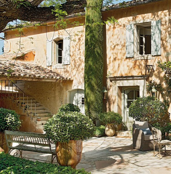 Luxury summer vacation rental in the Luberon Valley Provence