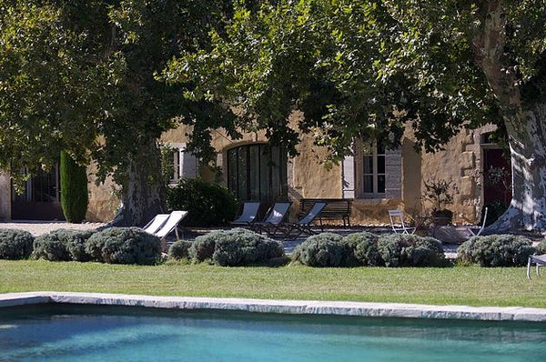 Luxury private home for rent in Provence 6 bedrooms near Avignon with swimming pool